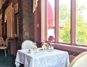 Belhurst Edgar's dining room: The stone walls, rich, dark wood and fine table settings evoked Victorian charm.