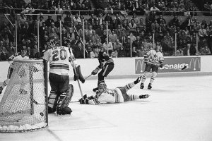 Seiling scores a goal against the Soviet Red Army team in 1980.